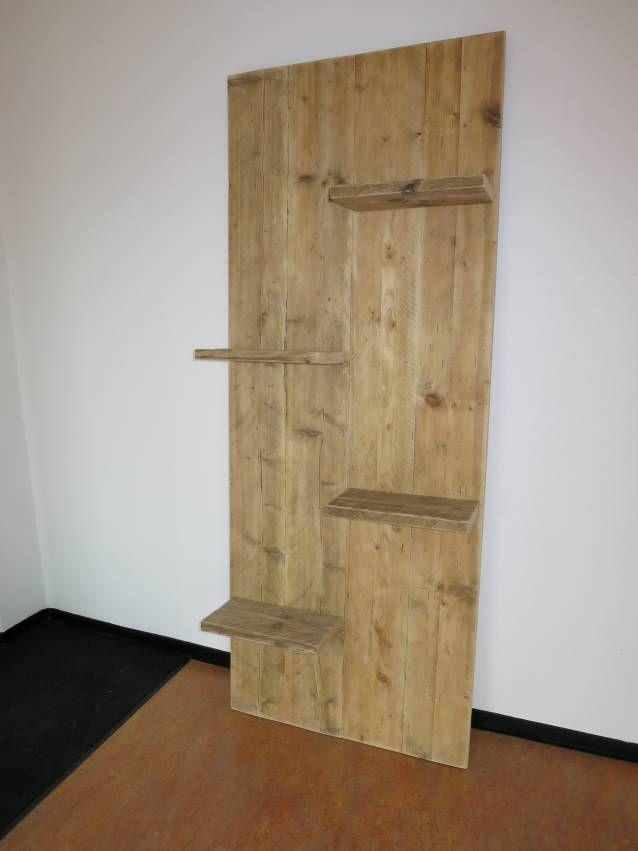 Steigerhouten wandbord Wandbord van Steigerhout, ideaal voor decoratie. Een houten wandbord maakt de aankleding of inrichting van winkel, ontvangstruimte of kantoor helemaal af. Gemaakt van volledig geschuurd, gebruikt steigerhout. Ook leuk voor in de woonkamer. Wandborden van hout zijn in staande of liggende uitvoering en in diverse afmetingen leverbaar. Uiteraard kunnen de wandborden ook gehangen worden.