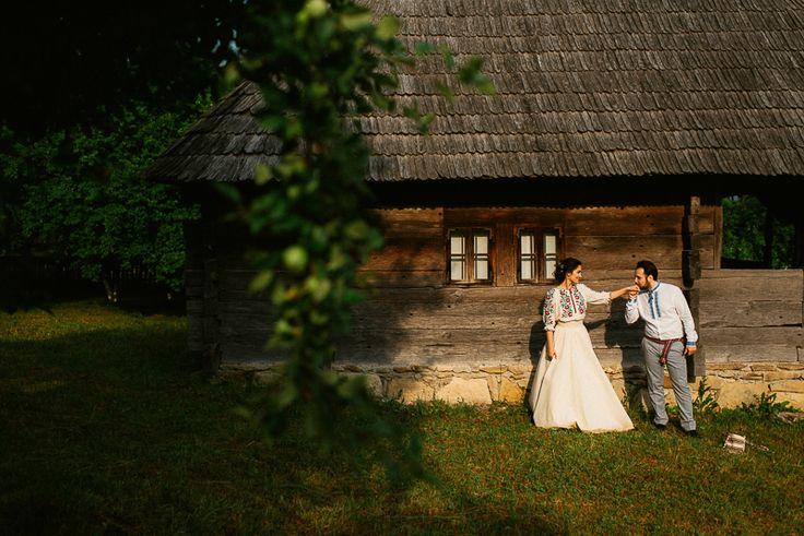 Iulia-Andrei-traditional romanian wedding_land of white deer (46)