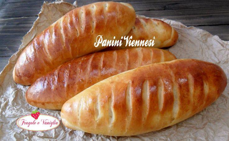 """I panini viennesi o """"Vienna bread"""", sono un tipo di pane francese di origine austriaca. Dalla forma allungata tipo mini baguette sono davvero squisiti!"""