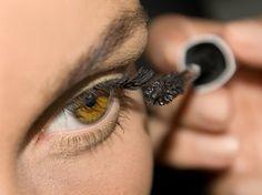 Bild © Manuel Marín - Tipps und Tricks, um kleine #Augen größer zu schminken findest du in meiner #Beauty Lounge.