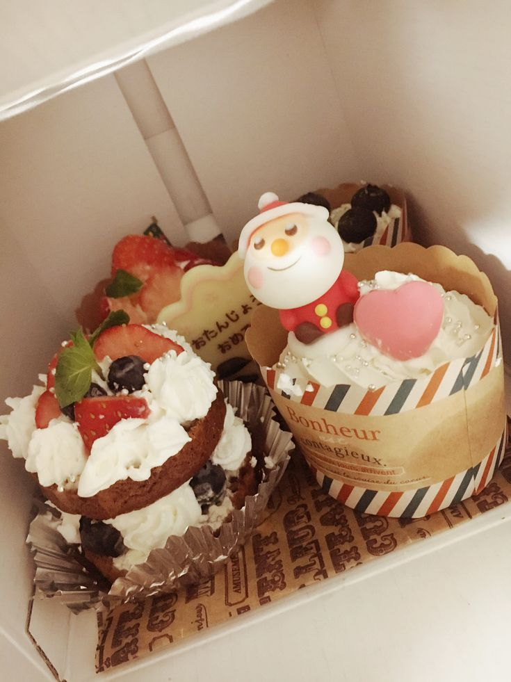 クリスマス マフィンケーキ  #サンタ #マフィン #クリスマス #生クリーム #ケーキ #手作り