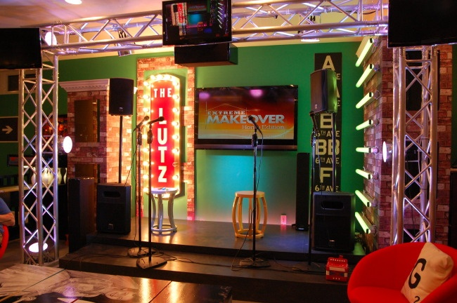 Decoracion Karaoke Party ~ want to build a stage in my living room for this karaoke party