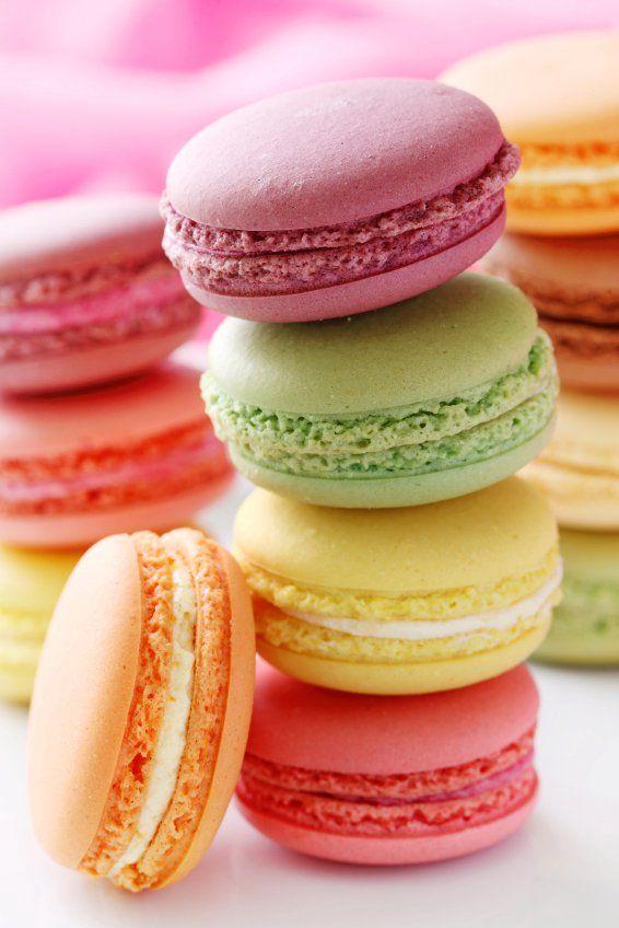 Quem não ama macarons, né? Você pode fazer branco, vermelho e verde para o natal. O que acha? :P