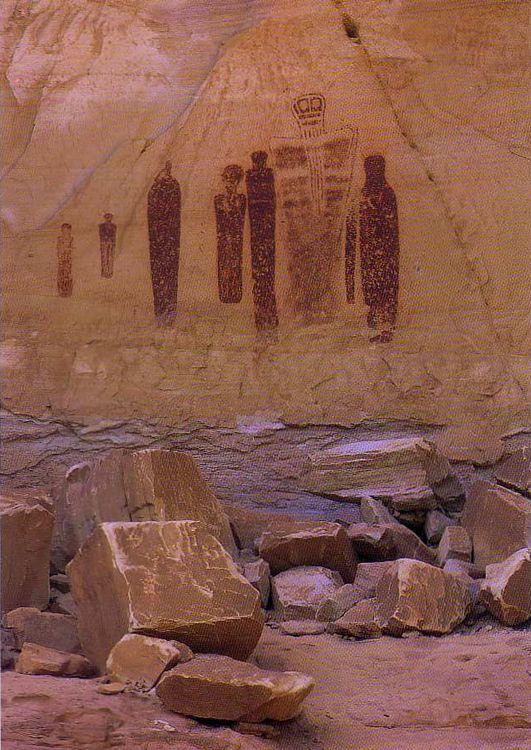 larger-than-life petroglyphs in Canyonlands National Park ...