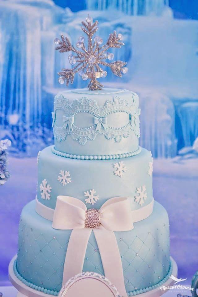 Preciosa pastel para celebración de cumpleaños Frozen. #Frozen #pastel