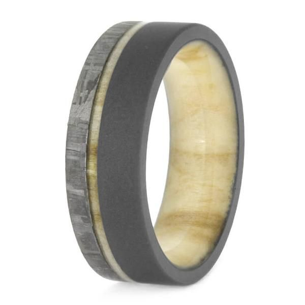 Light shades of aspen wood combines with dark titanium on this sandblasted meteor ring. This bright wood accents the natural patterns of the meteorite...