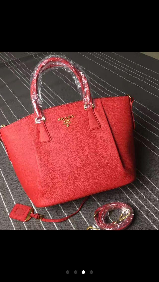 Красная сумочка #prada . Для заказа пишите в лс .