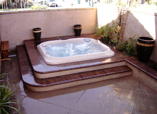 Vault spa custom built in jacuzzis hot tubs in orange for Hot tub designs and layouts