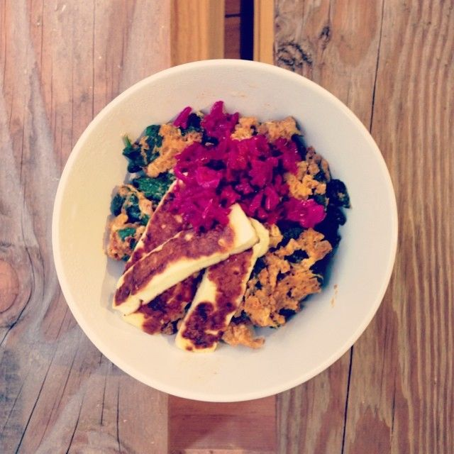 Leftover mince scrambled eggs with kale, spinach and halloumi topped with fermented veggies.