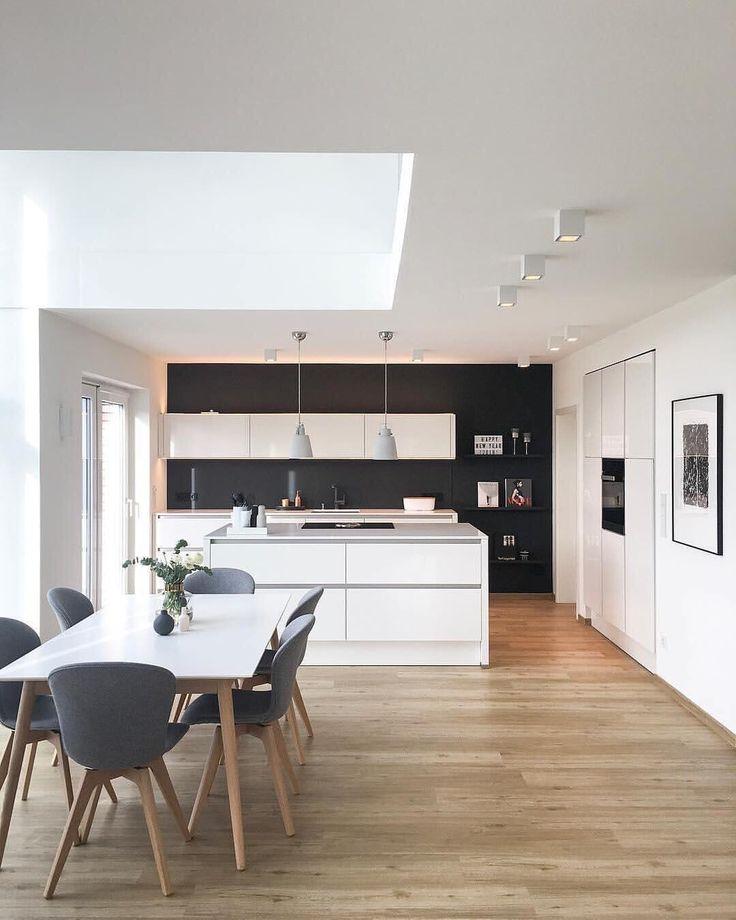 """Gefällt 2,987 Mal, 17 Kommentare - Westwing (@westwingde) auf Instagram: """"Die schwarze Wand macht sich super im großzügigen Küchen- & Ess-Bereich bei @vickyhellmann!…"""""""