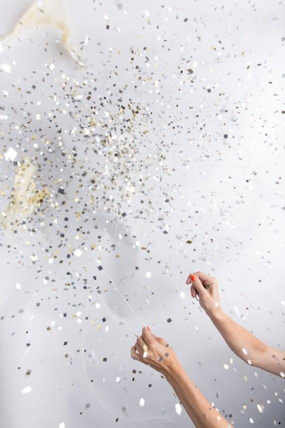 Jumbo Clear Metallic Confetti Ballon | Knot & Bow