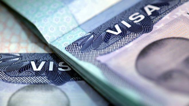 ABD ve Türkiye vize başvurularını karşılıklı olarak askıya aldı. Karardan, hali hazırda vizesi olanlar etkilenmeyecek.