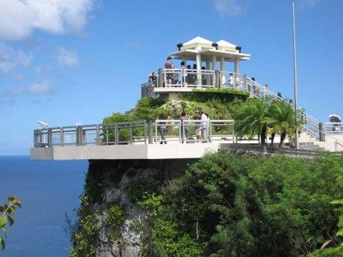 今年弐回目のグアムに行ってきました<br />今回もI'll(JAL)のビジネス利用<br />恋人岬(Two Lovers Point)観光に行きました<br />眺めは最高!入場料$3必要<br />夕方がおススメ。<br />今回宿泊はオンワードを利用しました<br />ホテル前のビーチは綺麗じゃなく残念・・・<br />