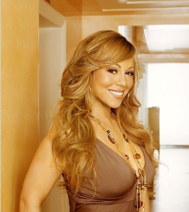"""Мэрайя Кэри и ее """"скромный"""" особняк за 23 миллиона долларов http://joinfo.ua/showbiz/1197406_Merayya-Keri-skromniy-osobnyak-23-milliona.html  Мэрайя Кэри (Mariah Carey) звезда мирового масштаба, поэтому ей подобает жить в самых лучших апартаментах. Предлагаем и вам узнать цену роскоши известной певицы.Мэрайя Кэри и ее """"скромный"""" особняк за 23 миллиона долларов, узнайте подробнее..."""