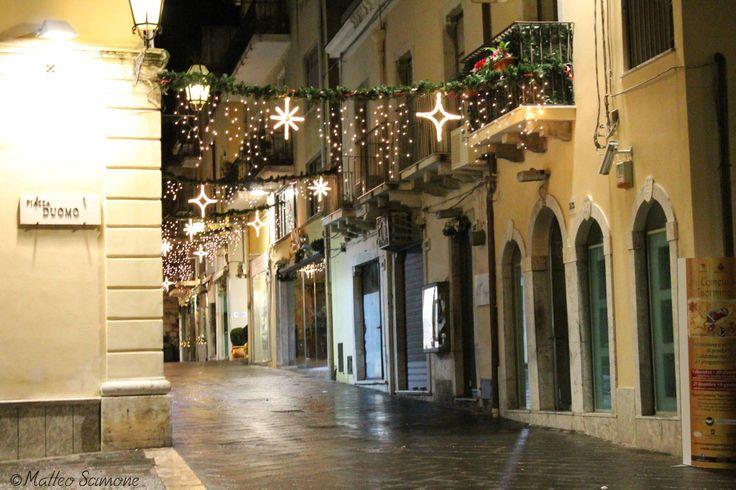 Atmosfera natalizia sul Corso Umberto