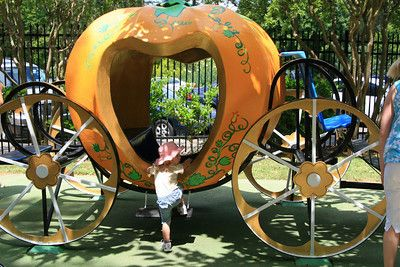 Fairytale Town is a 2.5-acre children's storybook park that brings fairytales and nursery rhymes to life in William Land Park in Sacramento.