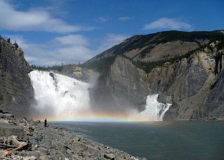 Водопад Вирджиния (Virginia Falls) – #Канада #Северо_Западные_территории (#CA_NT) Вирджиния - самый красивый водопад Северной Америки. http://ru.esosedi.org/CA/NT/1000112657/vodopad_virdzhiniya_virginia_falls_/