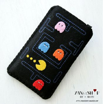 Retro iPhone case. Available from Dawanda for 14.90 euros,