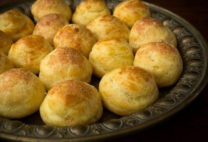 Gougère - habkönnyű sajtfánk recept képpel. Hozzávalók és az elkészítés részletes leírása. A gougère - habkönnyű sajtfánk elkészítési ideje: 45 perc