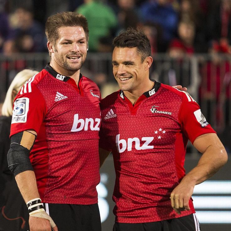 A massive congratulations to @dancarter_ for picking up his 3rd World Player of the Year award and to Richie for collecting the World Rugby Team of the Year award on behalf of the @allblacks #legends #worldrugbyawards