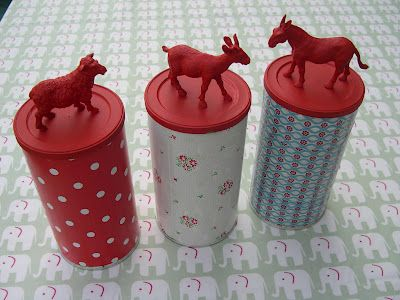 Nice recycling: Cover cans with masking tape, add an animal on the lid and paint it