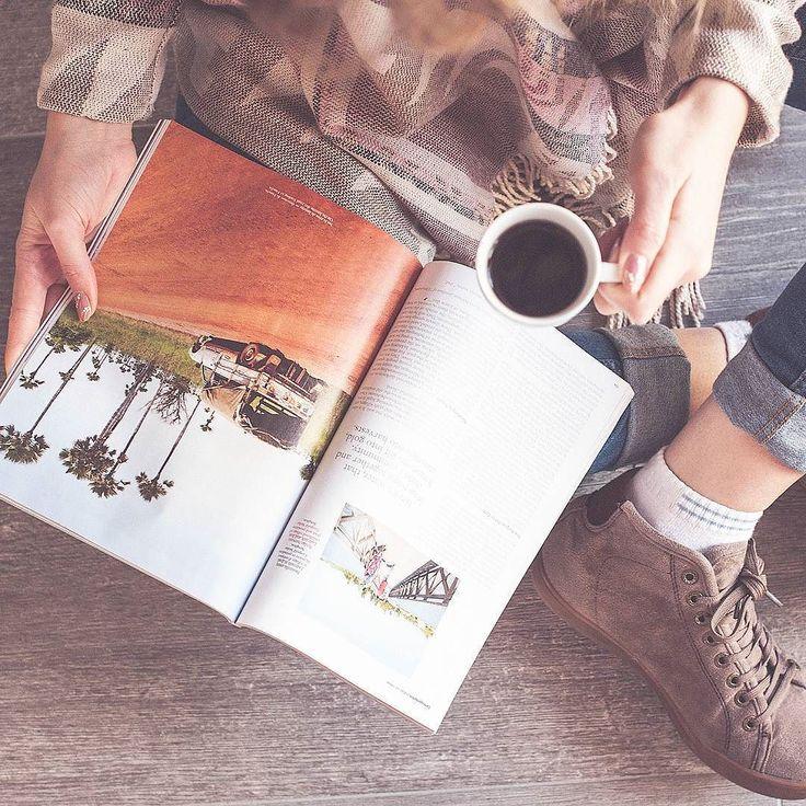 """""""Il modo migliore per cercare di capire il mondo è vederlo dal maggior numero possibile di angolazioni."""" [Ari Kiev] #caffè post pranzo sfogliando un bel #magazine che tratta di #viaggi  il pomeriggio si prospetta ricco di sogni ad occhi aperti. Buon inizio di settimana amici di @instagram  // #CommunityFirst // psss. per le #fashionvictim la maglia è di @tally_weijl  #LoveTally // @americaneagle #shoes // #fromabove #coffeeholic #peopleinframe #peoplescreatives #italymagazine…"""