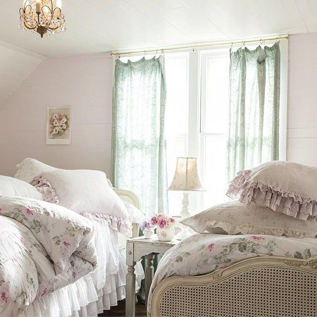 Shabby Chic Bedrooms Adults: Best 10+ Shabby Chic Pillows Ideas On Pinterest