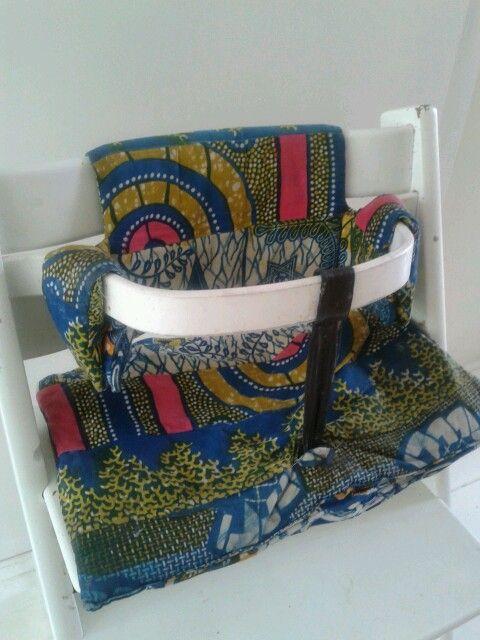 Kussenhoesjes voor Tripptrap stoel van Stokke. Gemaakt door een vriendin van afrikaanse stof.