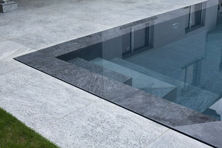 Escaliers piscine miroir piscine pinterest for Piscine miroir design