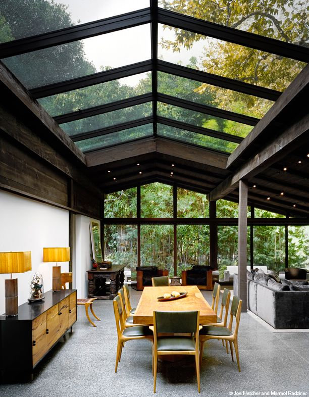 dark ceiling - light floor - garden delight