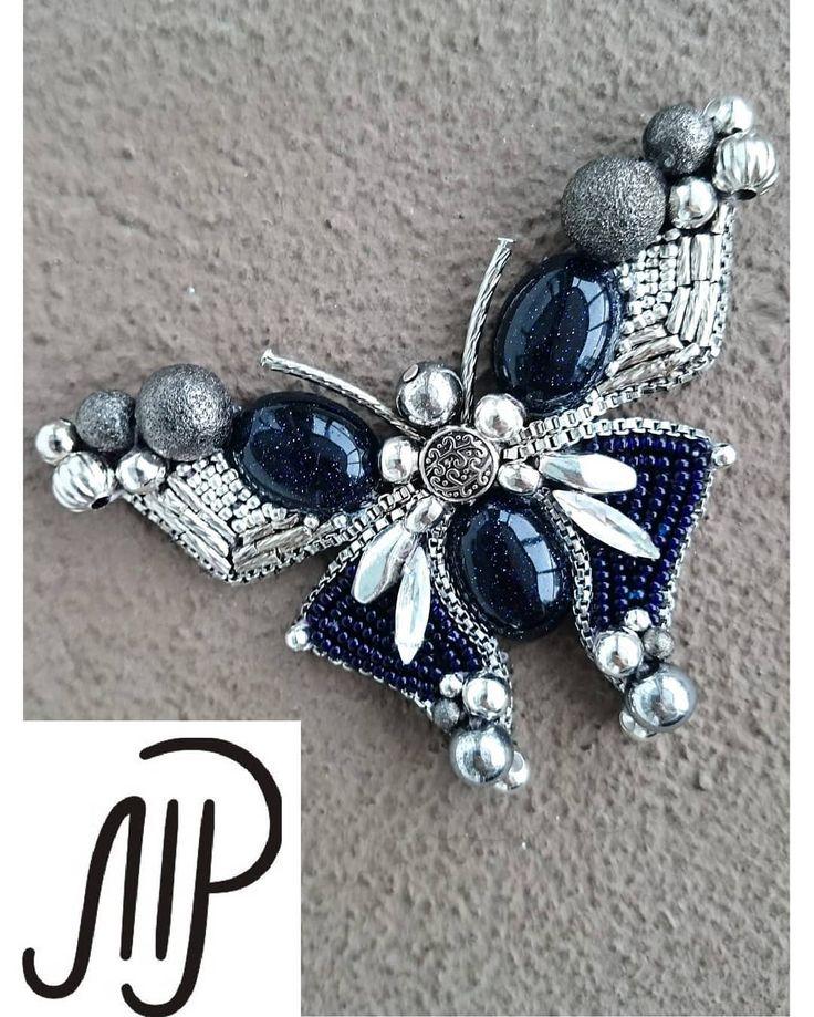 #mpaccessories #marinaprisyach #jewellery #Swarovski #brooch #butterfly #blue #designer #украшения #сваровски #ручнаяработа #брошь #бабочка #авантюрин #sale #Москва #Питер #СПб Еще одна вариация на бабочку Темный, глубокий синий, почти черный- авантюрин, очень похожий на звездное небо, удивительно красивый камень✨ Из бабочек в наличии только она сейчас,остальные- на заказ