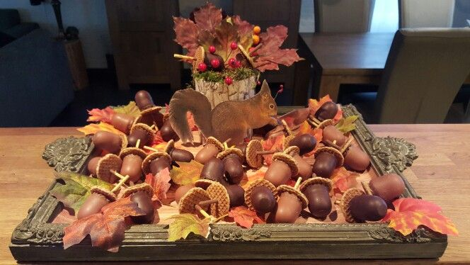 Herfst-traktatie! Mini zoenen met mini stroopwafels en chocosticks!
