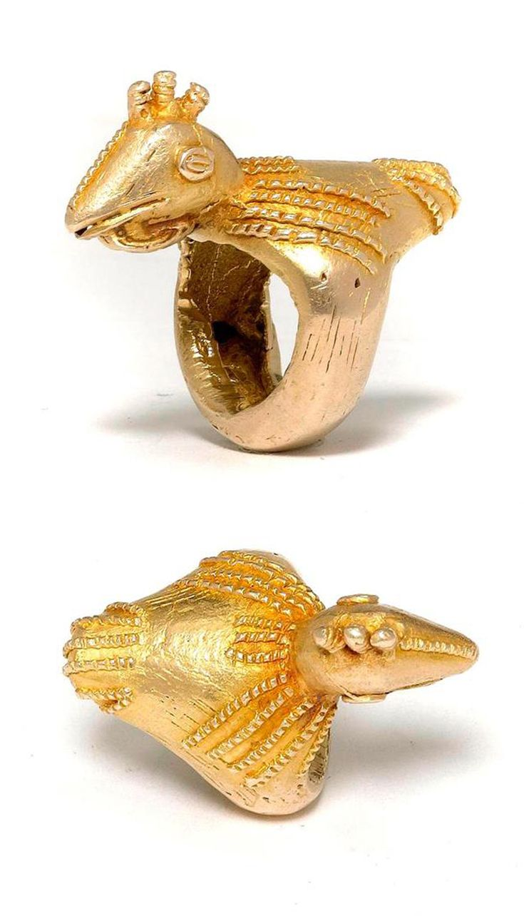 Ghana | Ring in the form of a bird from the Ashanti people | ca. 14k gold | Est. 800 / 1'200 CHF ~ (May '14)