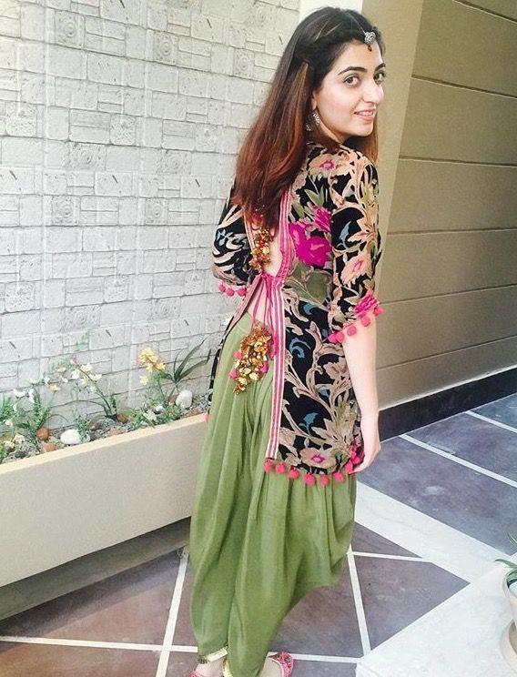 4a4365126c32453f2624cda0dc1a6d92--short-kurti-designs-indowestern-outfits.jpg (568×744)