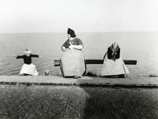 Willy Ronis, Volendam, Holland, 1954