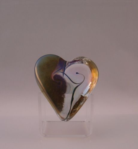 Robert-Held-Art-Nouveau-Gold-Clear-Swirl-Small-Heart-Paperweight-Signed-Label