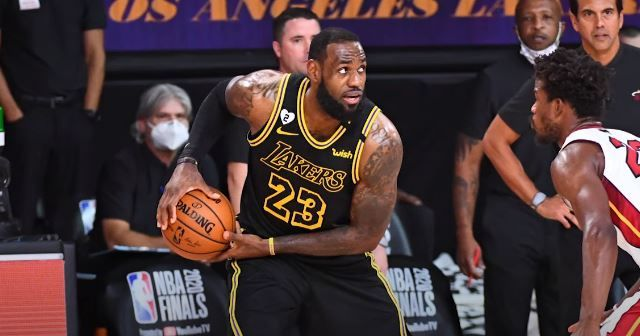 Did Lebron James Make The Right Decision By Passing The Ball To Danny Green In 2020 Lebron James Nba Finals La Lakers
