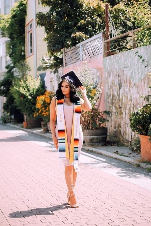 50 Gorgeous College Graduation Outfits Ideas For Women – Graduation picture ideas 