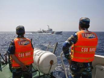 Ngày 23-6, tại Nhà khách Chính phủ, Thứ trưởng Ngoại giao Hồ Xuân Sơn (được ủy quyền thay mặt Chính phủ Việt Nam) và Tổng Thư ký Tòa trọng tài thường trực (PCA) H.Xi-ble-dơ đã ký Hiệp định nước chủ nhà và Thư trao đổi về hợp tác giữa Chính phủ nước CHXHCN Việt Nam và PCA.