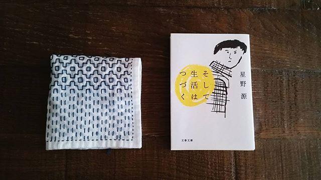 途中の刺し子と星野源。  3夜連日、星野源が夢に出てきました。 なんでだろう。と思いつつ本を買ってみました。  #星野源 #そして生活は続く#刺し子のこもの #刺し子 #花ふきん  #キッチン雑貨  #ハンドメイド #針仕事  #sashikokibi #sashiko  #teatowel #sashikostitching #japanesepattern #handmade  #embroidery #needlework