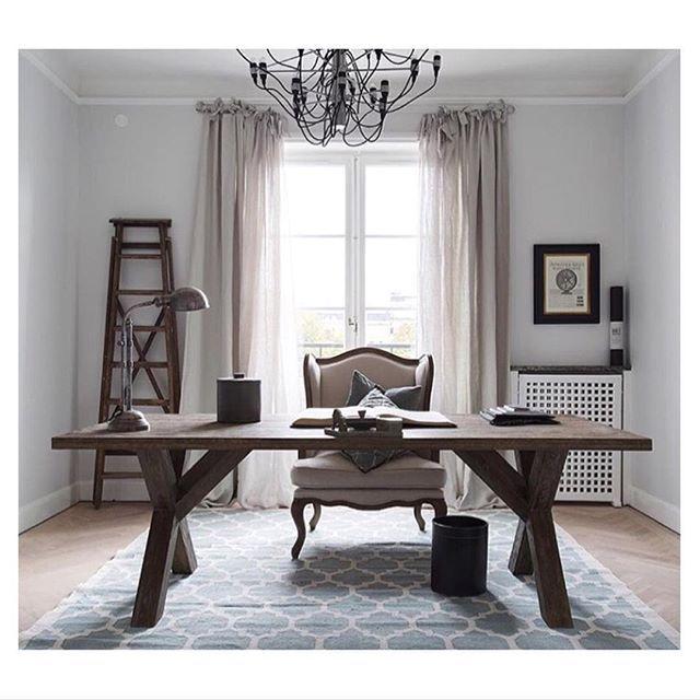 En liten återblick från ett underbart projekt i höstas. En utmaning, men åh, vad det var roligt! Throwback to a wonderful project last autumn. It proved to be a real challenge, but a fun one! #interior#inredningsinspo#decor#design#styling#homestyling#hemma#homedecor#interiordesign#lifestyle#home#living#interiör#mitthem#interiordecorator#inredare#instahome##instadesign#photooftheday#picoftheday#interiorinspiration#homeoffice #hemmakontor#layeredinterior#godsochgardar