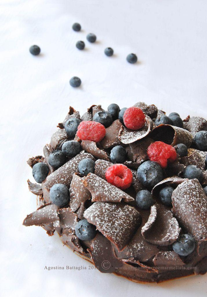 Pavlova al Cioccolato, Cioccolato Chantilly e Riccioli di Cioccolato...un Dessert Senza Glutine e Senza Lattosio!