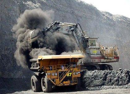 An open cut coal mine near Moranbah, Queensland.    http://www.theage.com.au/business/queensland-to-ban-mines-in-food-bowls-20110531-1felu.html