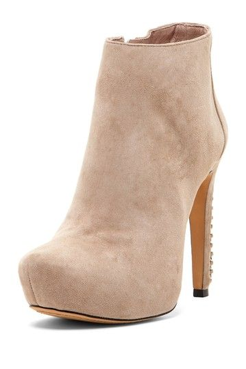 Love a nude shoe