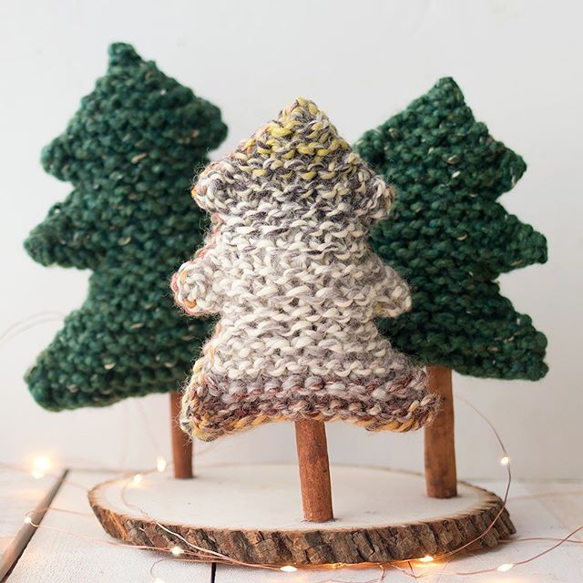 You Know I Had To Knit Some Christmas Trees Free Pattern Is On The Blog Knit Us Christmas Tree Knitting Pattern Simple Christmas Tree Christmas Tree Pattern