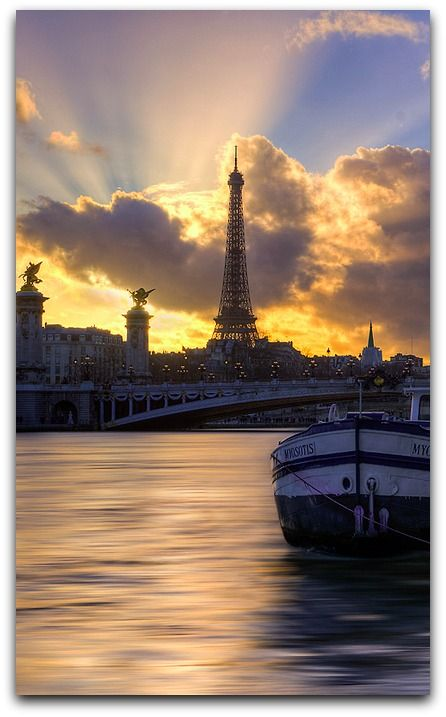Tour Eiffel et Pont Alexandre III, Paris, France