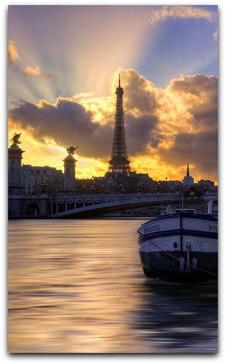 Tour Eiffel et Pont Alexandre III, Paris, France