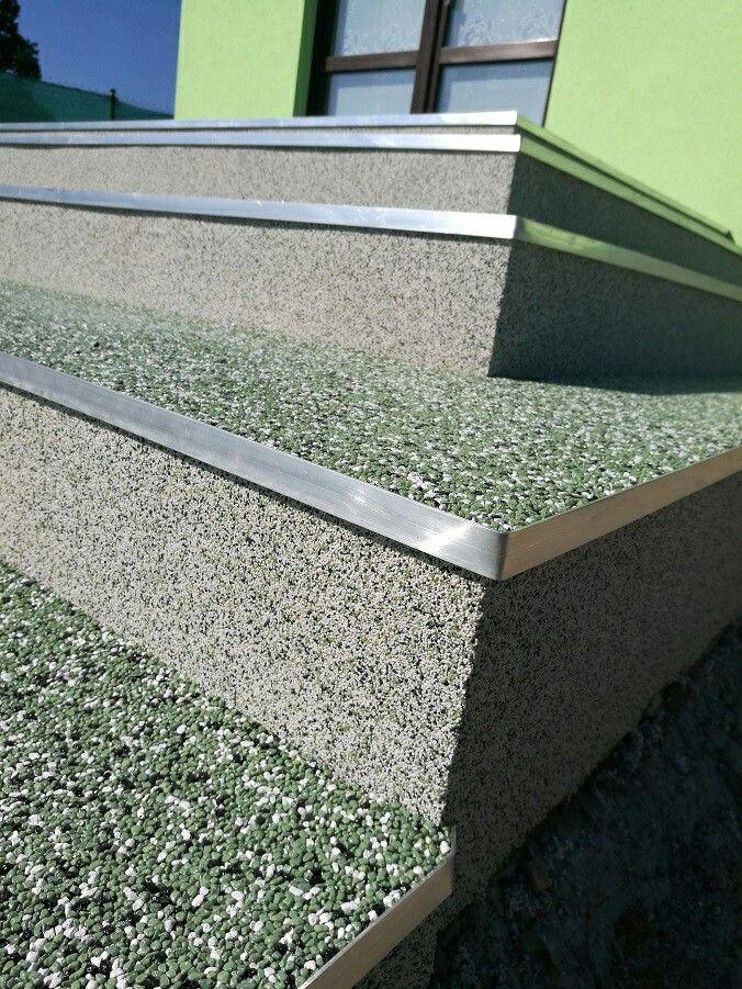 Terasa kamenivo Green meadow + lišta SC1-D.  #art4you #art4youpodlahy #kamennykoberec #kamenny #koberec #podlaha #podlahy #liatepodlahy #listy #ukoncovacieprofily