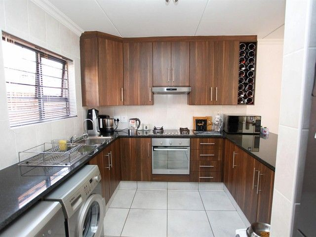 2 Bedroom Townhouse For Sale in Rynfield