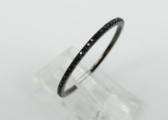Micro spianare 020 ct Black Diamond Eternity di ZinaFineJewelry